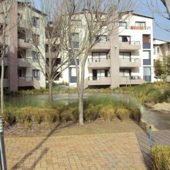 Somerset Links  – Upmarket apartment in security complex close to various amenities